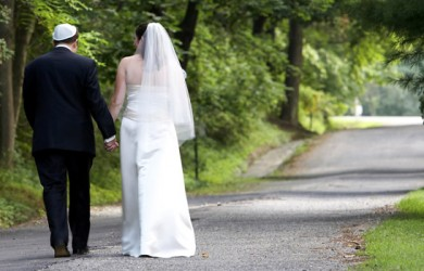 8 Meaningful Jewish Marriage Vows and Rituals